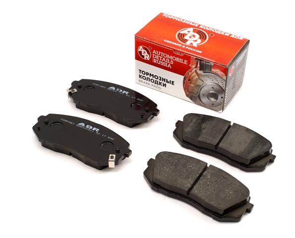 Тормозные колодки передние HYUNDAI ix35, i40, Tucson KIA Sportage III, Carnes II, III с мех. сигнализатором износа, ADR ADR242811