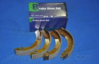 PLA006 PARTS-MALL Комплект тормозных колодок